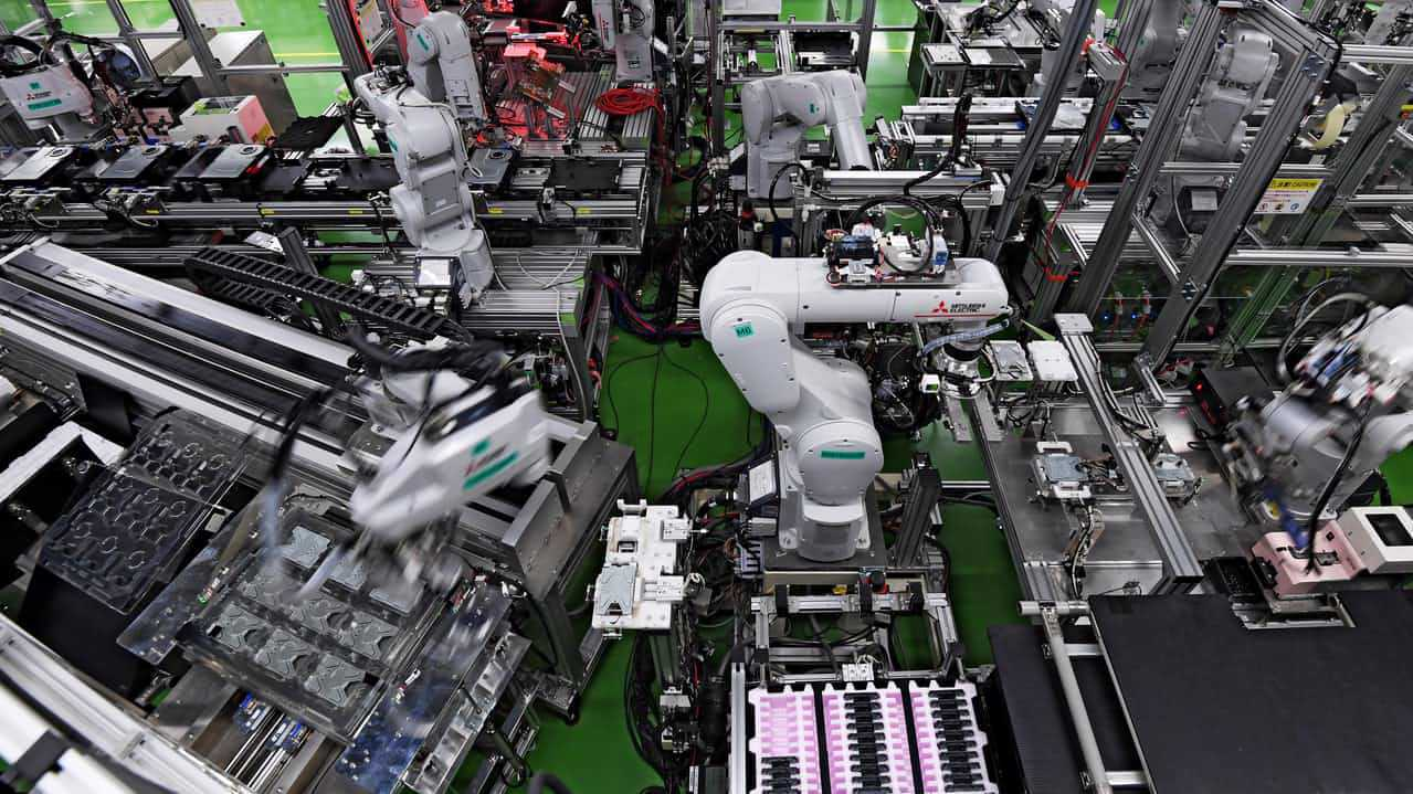The 32 robots seem to move independently under their own mandate but are in fact, all connected.